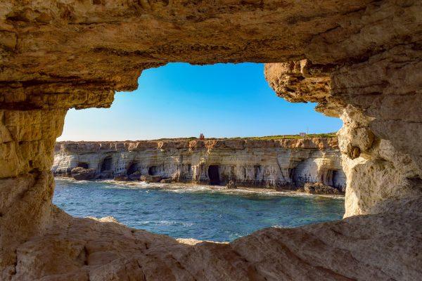 sea-caves-4098365_1920